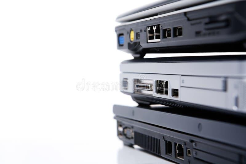 bärbar datorstapel arkivfoto