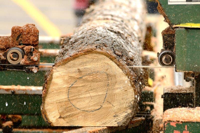 Bärbar sawmill arkivfoto