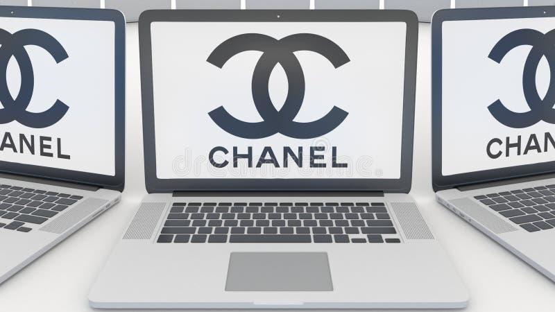 Bärbara datorer med den Chanel logoen på skärmen Tolkning för ledare 3D för datateknik begreppsmässig stock illustrationer