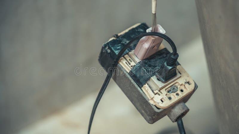 Bärbara elektriska utrustningproppar arkivbild