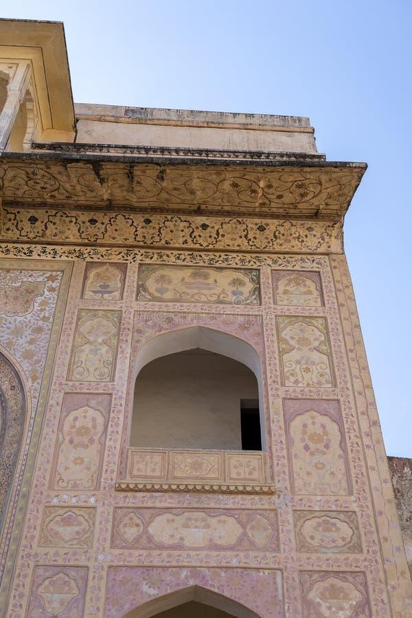 Bärnstensfärgad fortarkitekturdetalj i Jaipur, Rajasthan, Indien arkivfoton