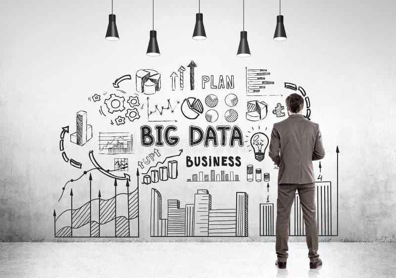 Bärtiger Geschäftsmann, große Daten lizenzfreies stockfoto