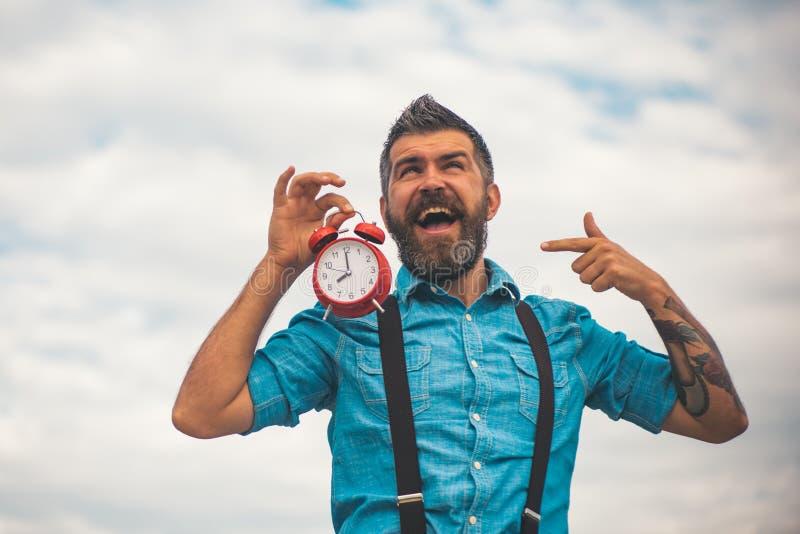 Bärtiger grober Mann Grober kaukasischer Hippie mit dem Schnurrbart Reifer Hippie mit Bart Mann mit Bart Mann Glücklicher Mann lizenzfreie stockbilder