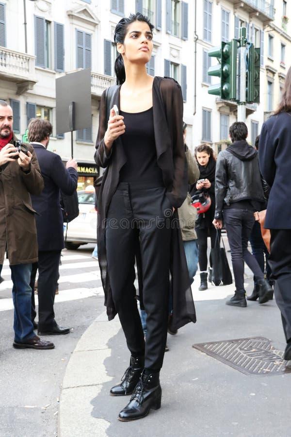 Bästa modell Milano, vinter 2015 2016 för höst för streetstyle för milan modevecka arkivbilder