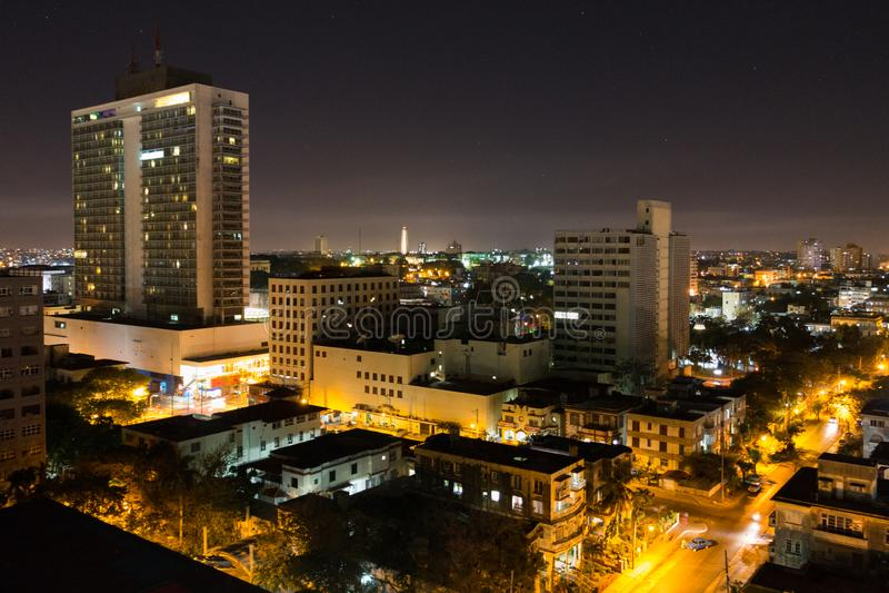 Bästa nattsikt av grannskapen av Vedado av Havana Cuba royaltyfria bilder