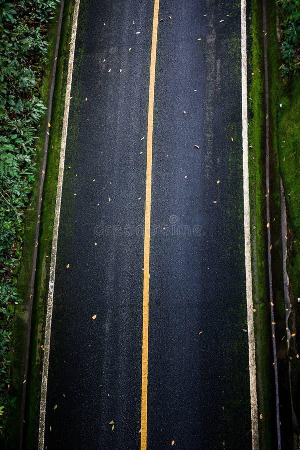 Bästa sikt av asfalttexturbakgrund Tom väg från bästa sikt royaltyfria foton