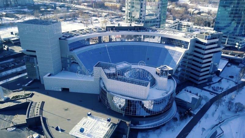 Bästa sikt av byggnaden med kupoltaket Inrama i kupolstrukturtaket fotografering för bildbyråer