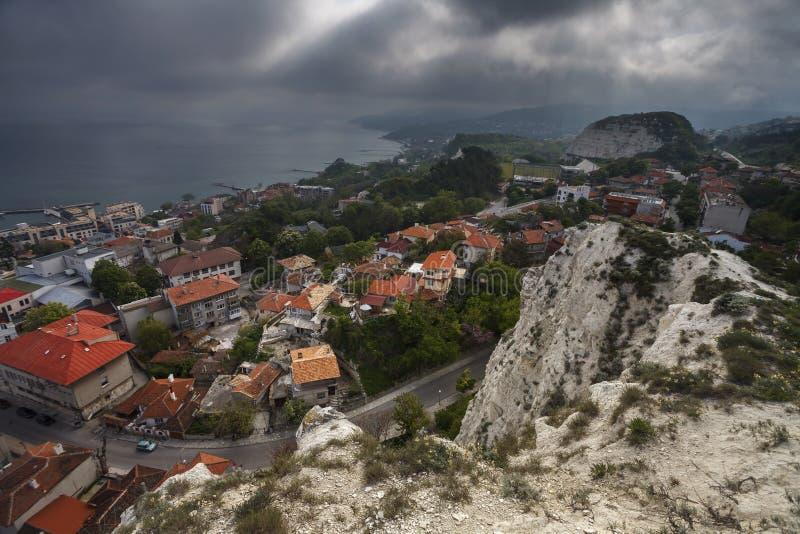 Bästa sikt av den Balchik staden, kust av Blacket Sea, Varna region arkivfoto