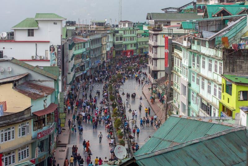 Bästa sikt av den berömda gå MG Marg gatan i Gangtok, Sikkim, Indien arkivfoton