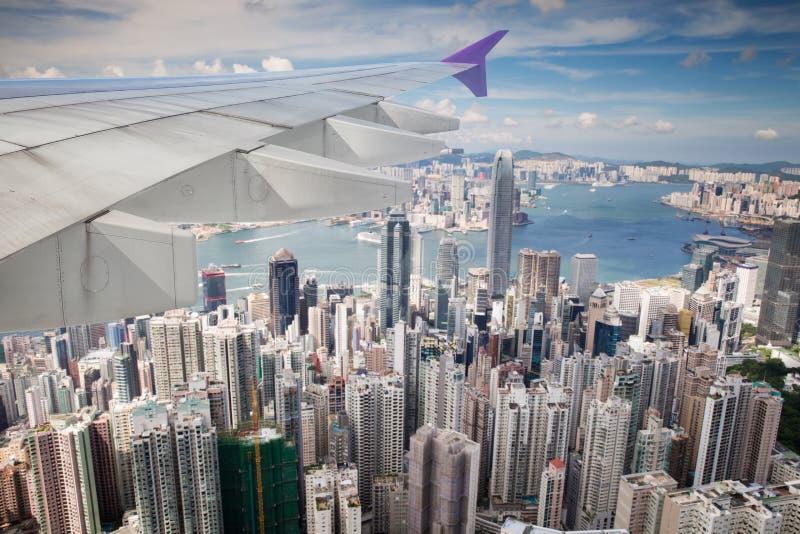 Bästa sikt av den Hong Kong staden från flygplanet royaltyfri bild