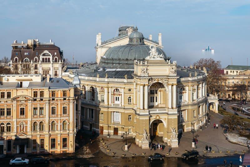 Bästa sikt av den Odessa Opera och balettteatern i hjärtan av Odessa, Ukraina I staden och havsmisten fotografering för bildbyråer