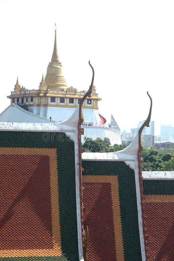 Bästa sikt av det guld- berget i Wat Saket från worawihan Wat Ratcha Natda Ram arkivfoto