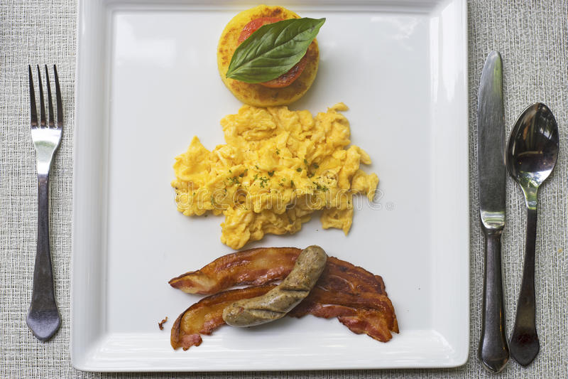 Bästa sikt av en platta av frukosten arkivfoto