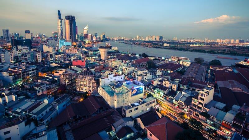 Bästa sikt av Ho Chi Minh City på nattetid royaltyfria foton