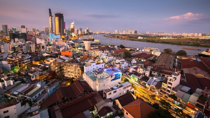 Bästa sikt av Ho Chi Minh City (Saigon) på nattetid fotografering för bildbyråer
