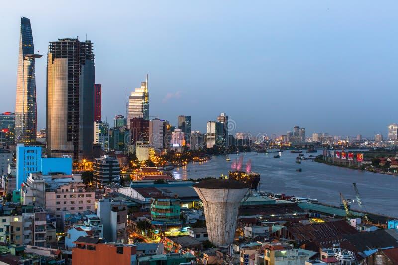 Bästa sikt av Ho Chi Minh City (Saigon) på nattetid arkivfoton