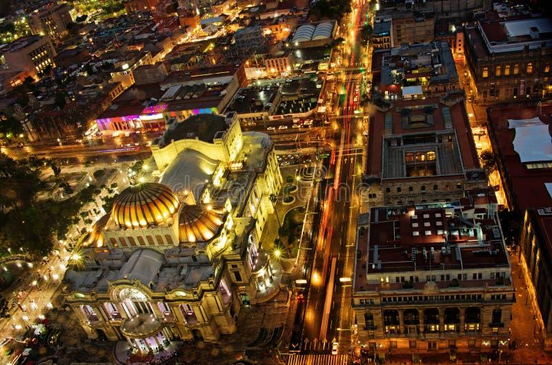 Bästa sikt av Mexico-staden på natten, Bellas Artes royaltyfri bild