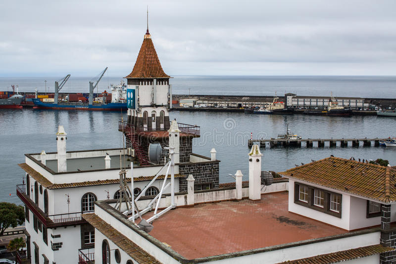 Bästa sikt av mitten av Ponta Delgada Staden lokaliseras på huvudstad för den SaoMiguel Island (233 km2) regionen under den revid royaltyfria bilder