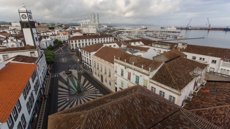 Bästa sikt av mitten av Ponta Delgada Staden lokaliseras på Sao Miguel Island arkivbild