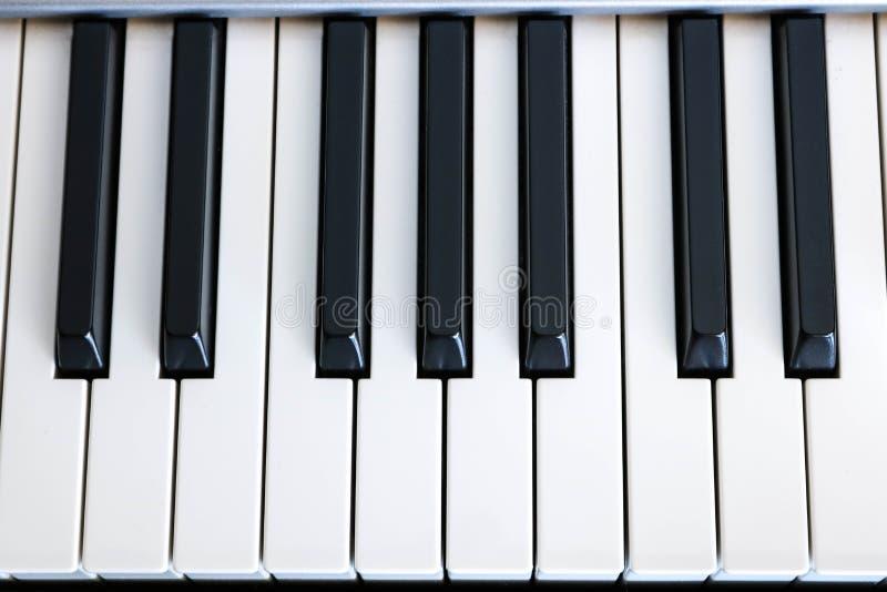 Bästa sikt av pianotangenter royaltyfri fotografi