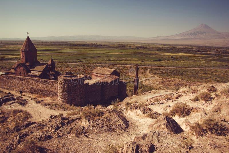 Bästa sikt för Khor Virap kloster Berg Ararat på bakgrund Undersökande Armenien Armenisk arkitektur Turism- och loppbegrepp royaltyfria foton