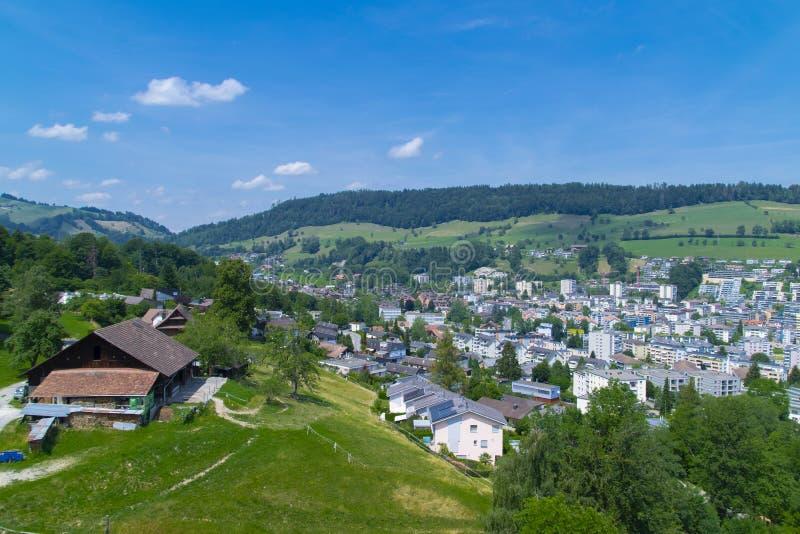 Bästa sikt för Kriens stad i Schweiz arkivbild