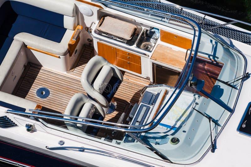 Bästa sikt för lyxig motorbåt arkivfoto