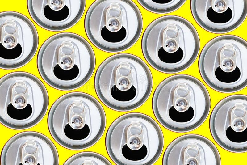 Bästa sikt för metalliska cans som återanvänder begrepp arkivbilder