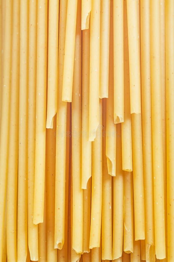 Bästa sikt för Wholegrain lång-snitt spagetti royaltyfri bild