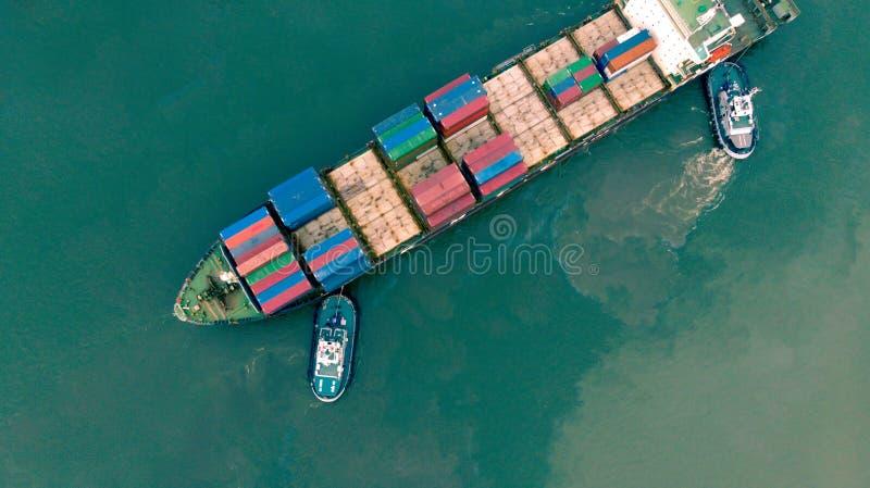 Bästa sikt från surret Behållareskepp i importexport och affär royaltyfri bild