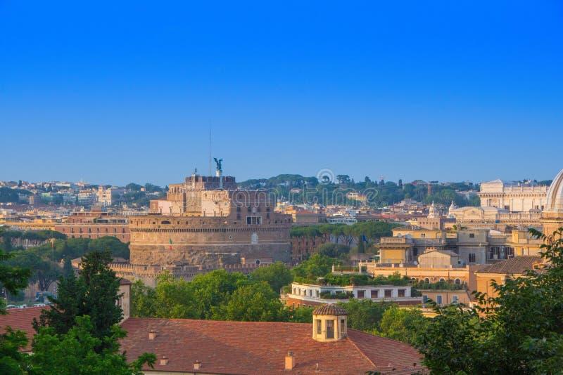Bästa sikt på Castel Sant Angelo Castle av den heliga ängeln en sikt från den Gianicolo Janiculum kullen, Rome, Italien arkivfoton