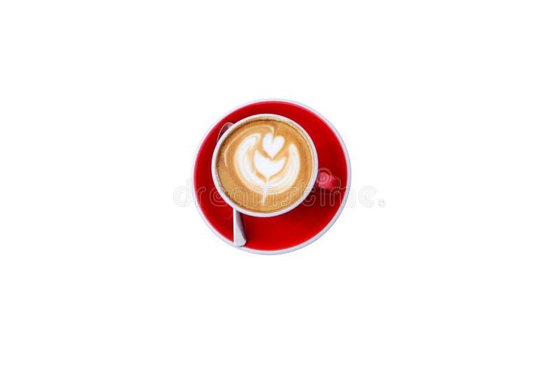 Bästa sikt, varmt cappuccinokaffe för Closeup i röd kopp på isolerad vit bakgrund royaltyfria foton