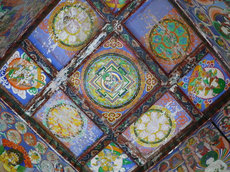Bästa vägg av gamla Stupa nära Lihi - Nepal royaltyfria foton
