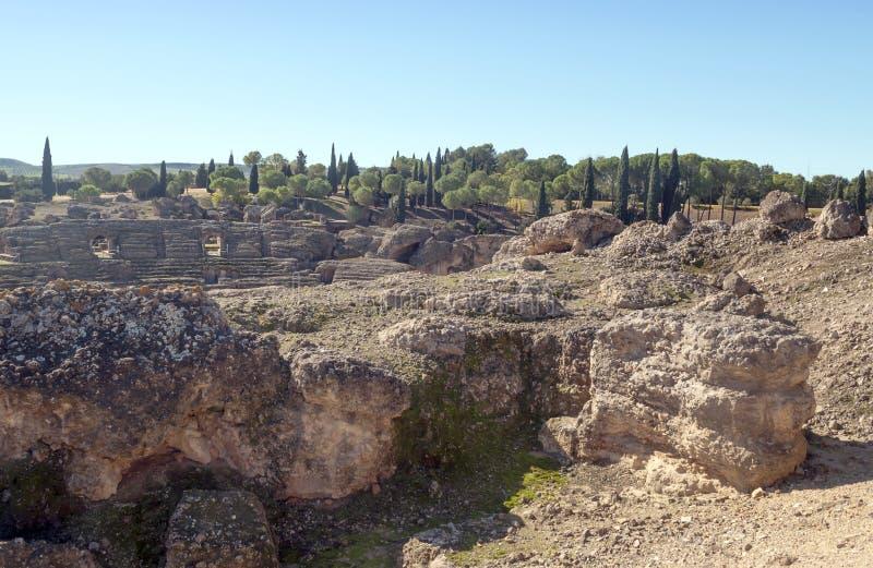 Download Bäume Umgaben Das Kolosseum Stockfoto - Bild von ruinen, tageszeit: 27727034