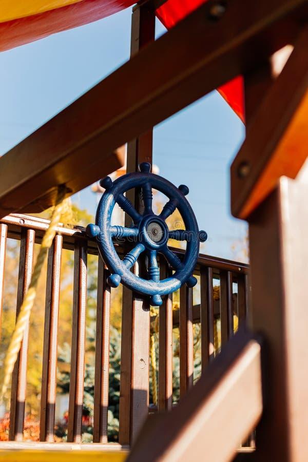 Błękitny koło na boisku, podniecająca gra zdjęcia stock