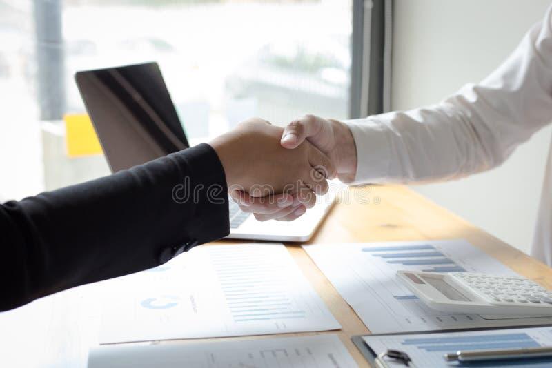 Båda affärsmän har uppnått den högsta returen i landet royaltyfri bild