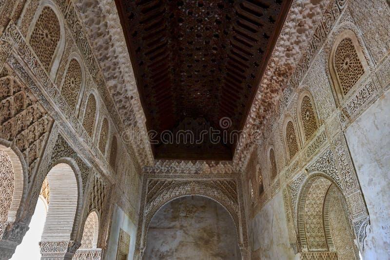 Bågar i islamisk (morisk) stil i Alhambra, Granada, Spanien fotografering för bildbyråer