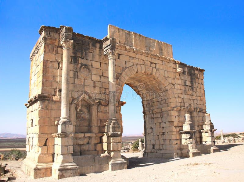 Båge av Caracalla, Volubilis, Marocko royaltyfri bild