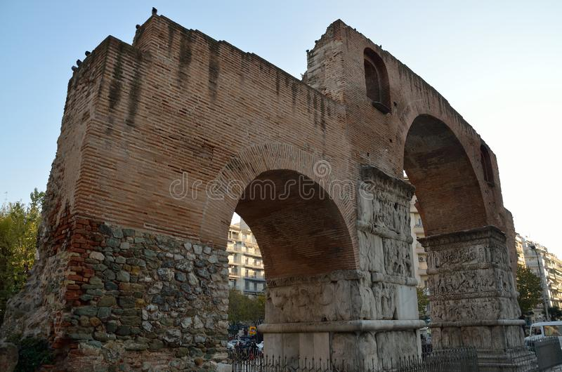 Båge av Galerius Kamara- i Thessaloniki, Grekland royaltyfri fotografi
