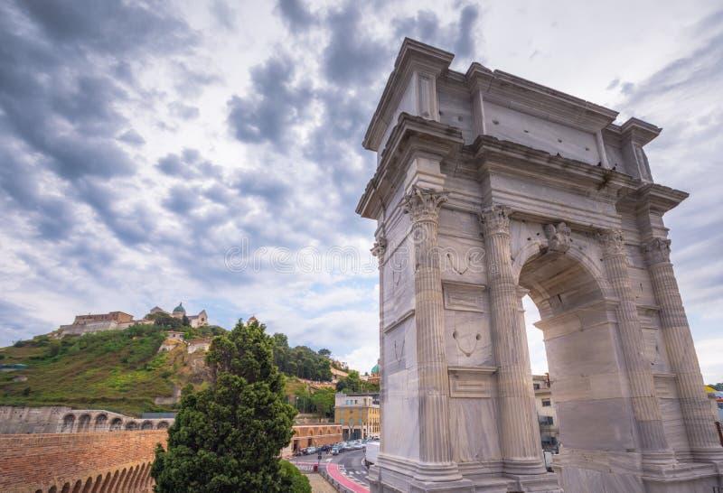 Båge av Trajan, Ancona royaltyfri foto