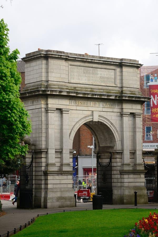 Båge av Triumph på gräsplan för St Stephen ` s, Dublin, Irland arkivfoton