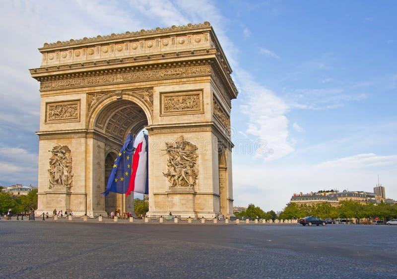 Båge de Triumfera - Paris - Frankrike royaltyfria foton