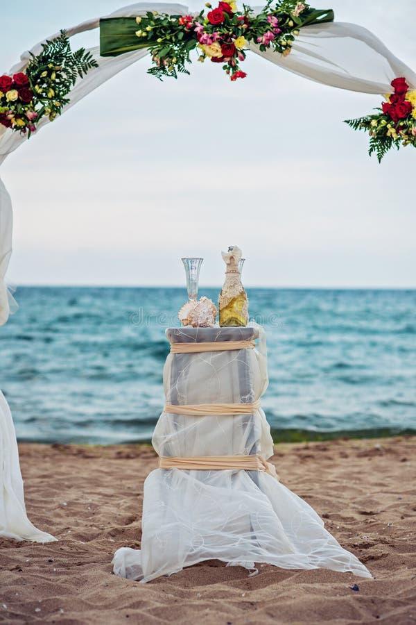 Båge för strandbröllop royaltyfri fotografi