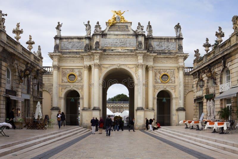 Bågen här på den Stanislas fyrkanten i Nancy, Frankrike arkivfoto