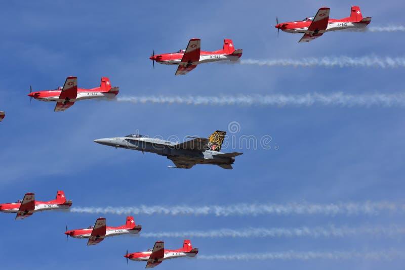 BÅLGETING Demo Team för Swiss Air styrka F18 fotografering för bildbyråer