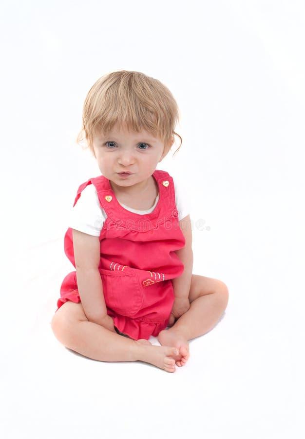 Bébé adorable sur un fond blanc images stock
