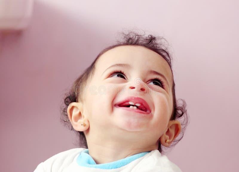 Bébé arabe heureux images stock