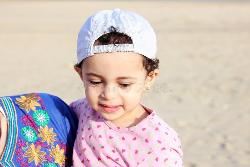 Bébé arabe heureux image libre de droits
