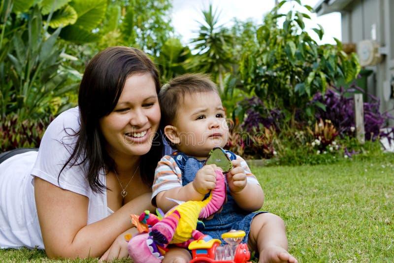 Bébé avec la mère photo libre de droits