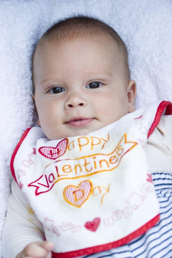 Bébé avec le bavoir image libre de droits